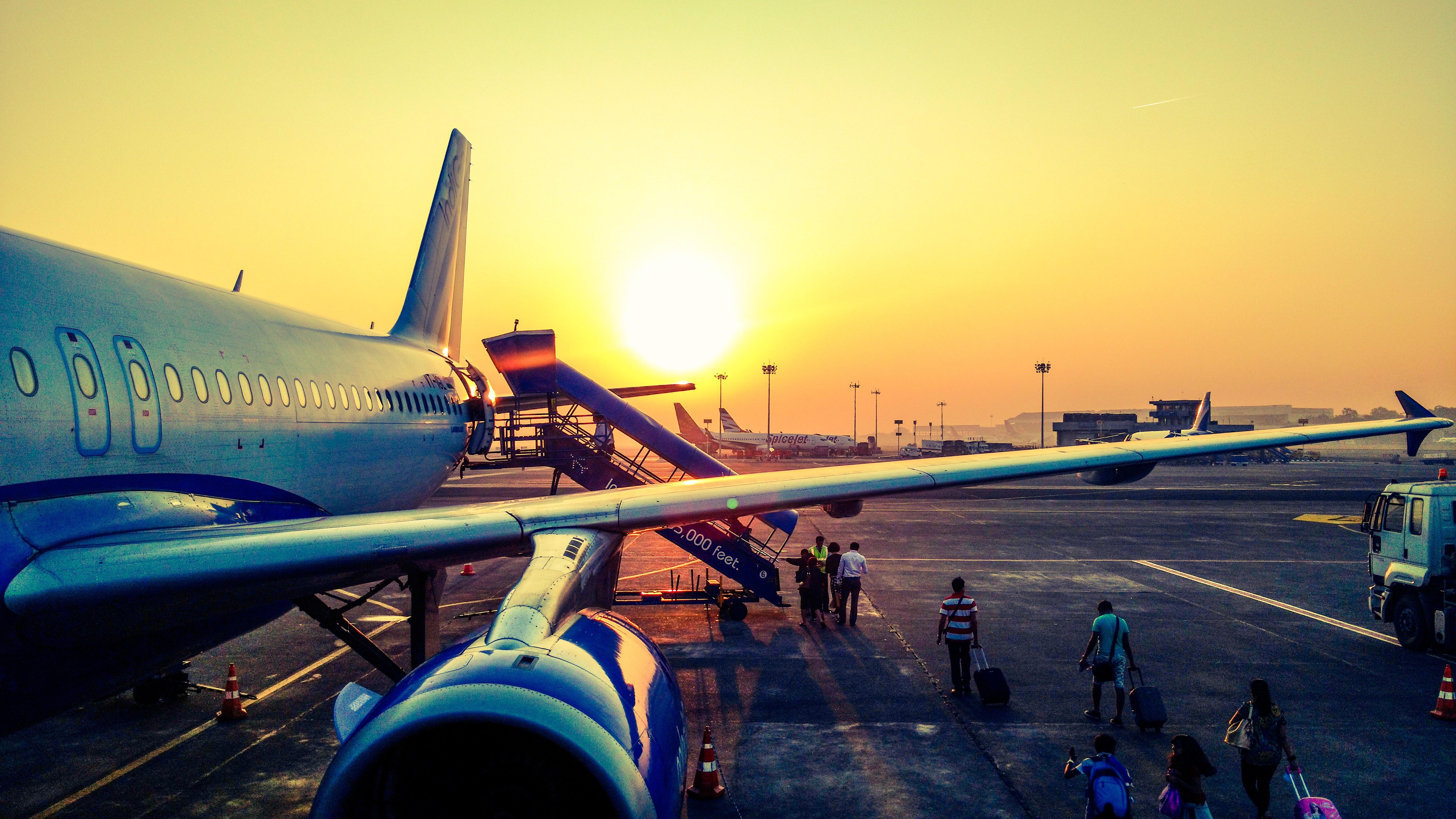 Retard ou annulation de vol : quels sont tes droits ?