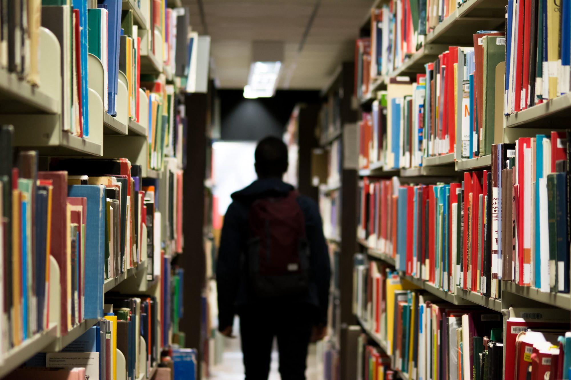 Bourses d'études : introduire sa demande avec l'aide d'Infor Jeunes
