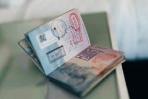 Quels documents dois-je emporter avant de voyager ?