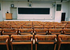 Réforme du décret Paysage : L'étudiant pourra-t-il encore traîner des échecs pendant des années ?